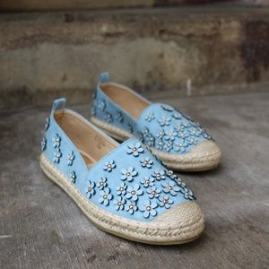 Shoes - 🆕//The Audrey// Blue flower Espadrille Flat